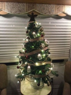 Sophisticated Christmas Rv Decorations Ideas For Valuable Moment 35
