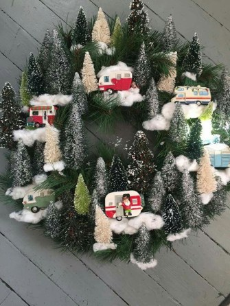 Sophisticated Christmas Rv Decorations Ideas For Valuable Moment 39