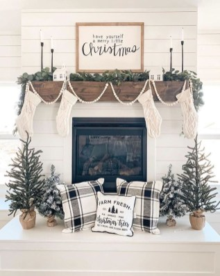 Beautiful Farmhouse Christmas Decor Ideas To Have Right Now 25