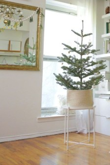 Pretty Christmas Decor Ideas For Small Space To Try Asap 20