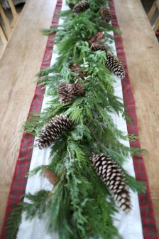 Pretty Winter Table Decoration Ideas For A Romantic Dinner 05