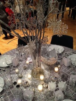 Pretty Winter Table Decoration Ideas For A Romantic Dinner 10