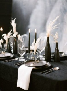 Pretty Winter Table Decoration Ideas For A Romantic Dinner 29