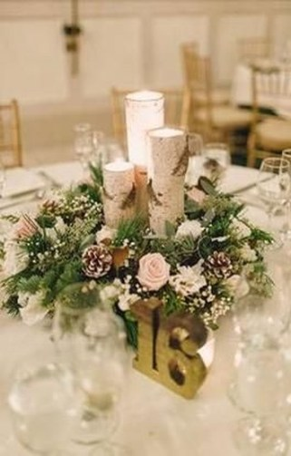 Pretty Winter Table Decoration Ideas For A Romantic Dinner 33