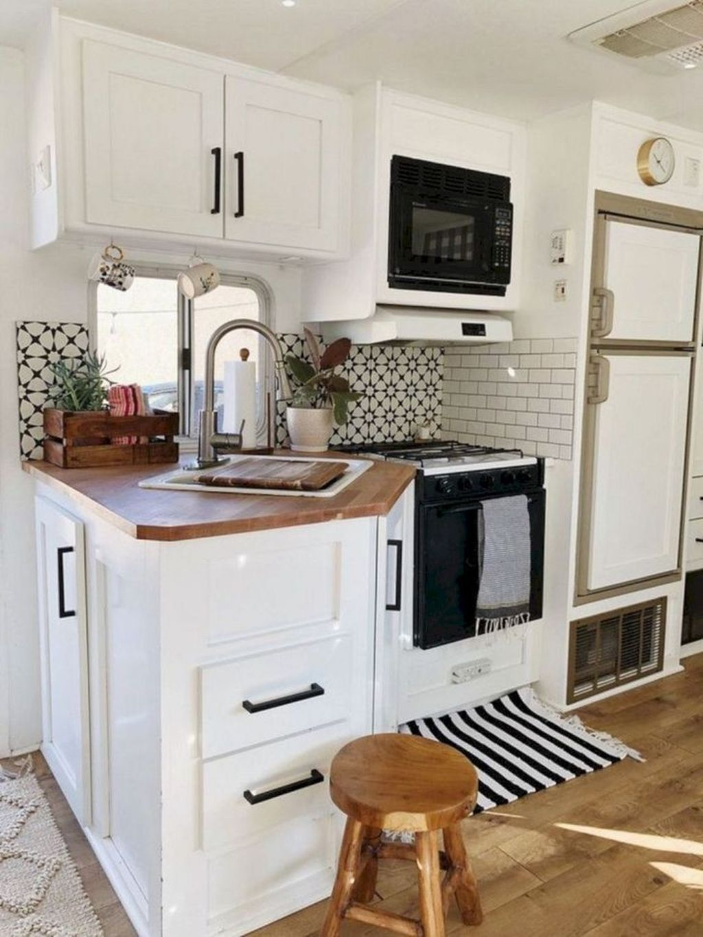 Relaxing Rv Kitchen Design Ideas For More Comfortable Cooking During The Holiday 11