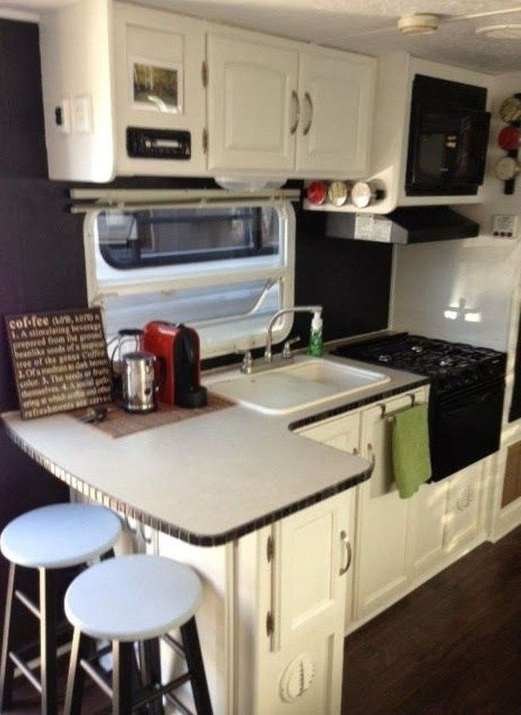 Relaxing Rv Kitchen Design Ideas For More Comfortable Cooking During The Holiday 19