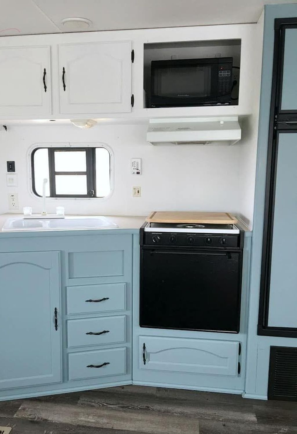 Relaxing Rv Kitchen Design Ideas For More Comfortable Cooking During The Holiday 22