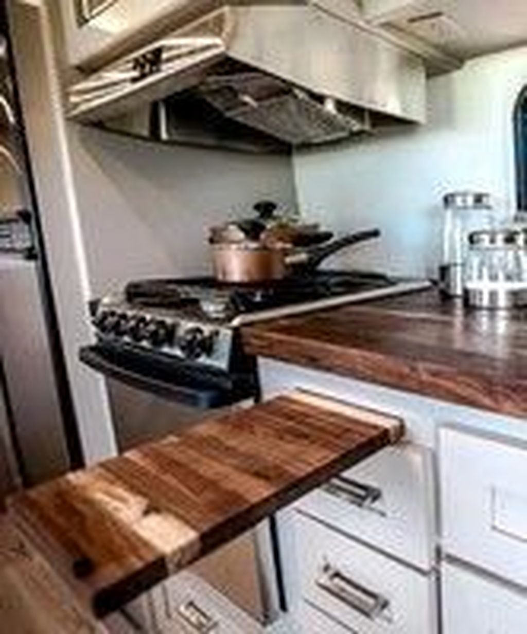 Relaxing Rv Kitchen Design Ideas For More Comfortable Cooking During The Holiday 26
