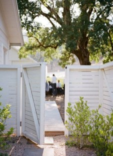 Surpising Fence Design Ideas To Enhance Your Beautiful Yard 19