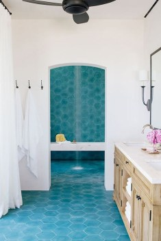 Chic Blue Shower Tile Design Ideas For Your Bathroom 29