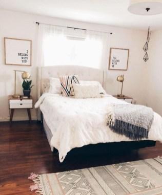 Cozy Small Master Bedroom Decoration Ideas To Copy Soon 24