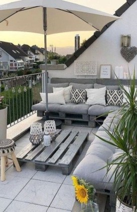 Enchanting Balcony Decoration Ideas For Apartment For A Cleaner Look 06