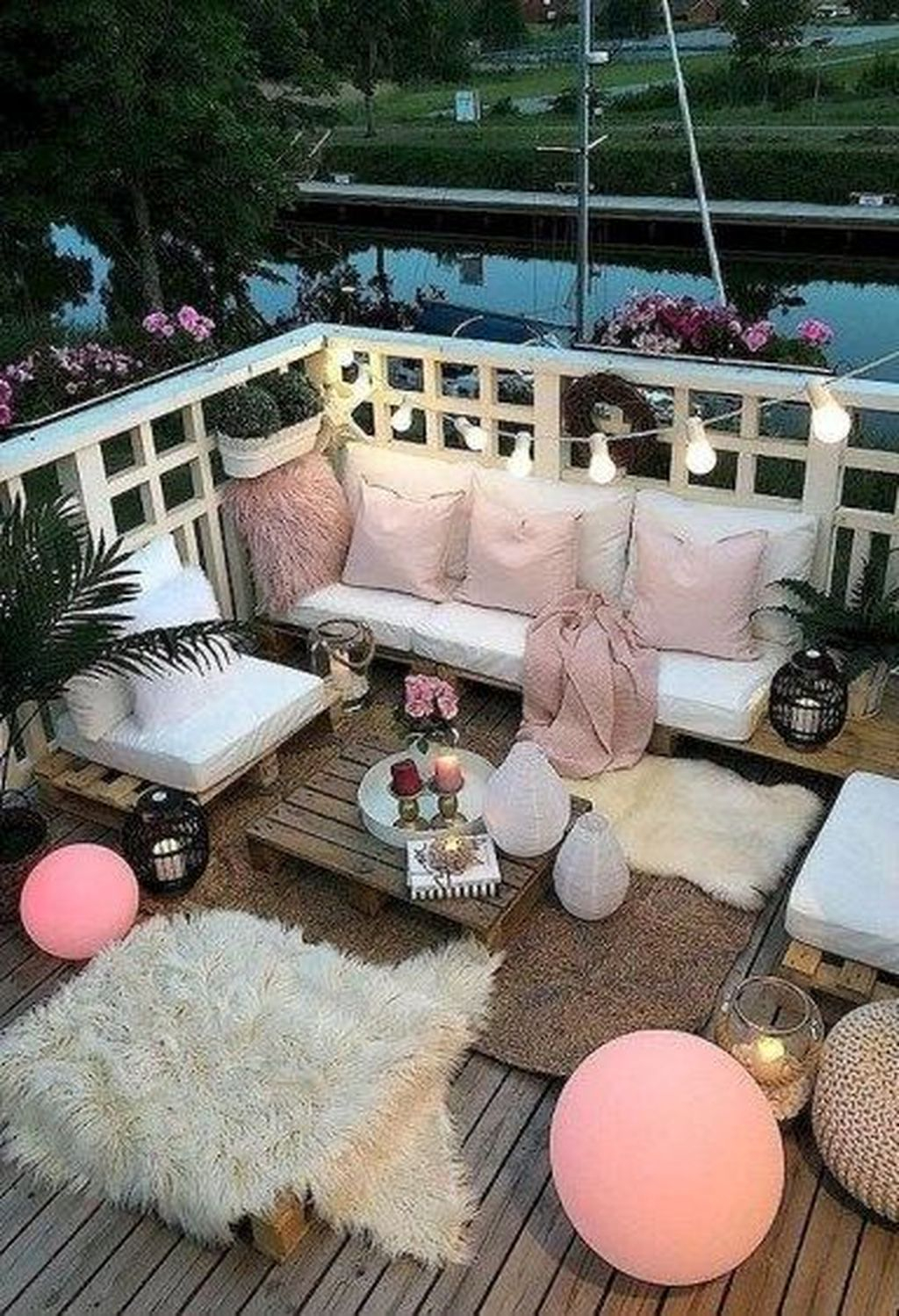 Enchanting Balcony Decoration Ideas For Apartment For A Cleaner Look 14