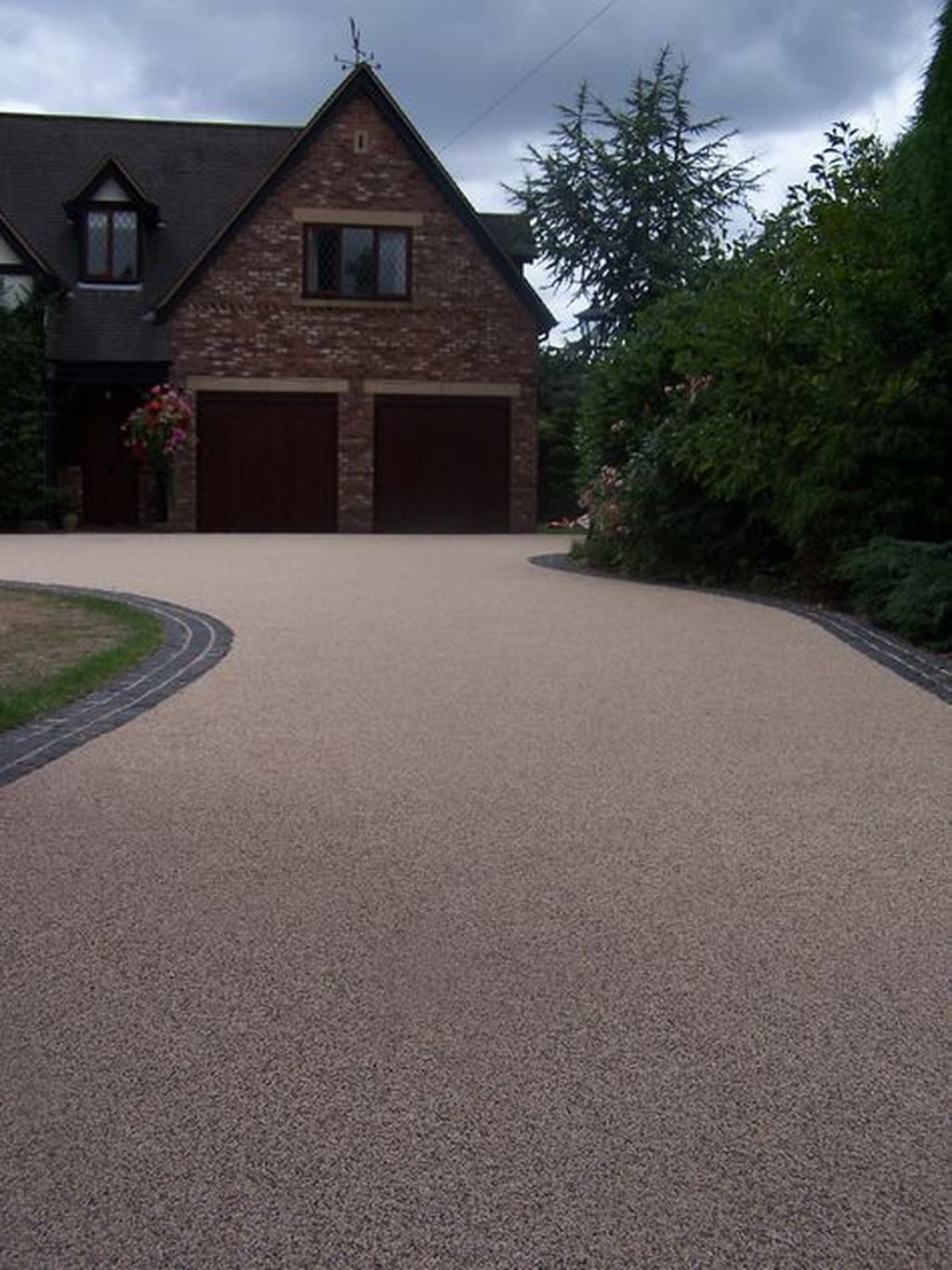 Fabulous Driveway Landscaping Design Ideas For Your Home To Try Asap 03