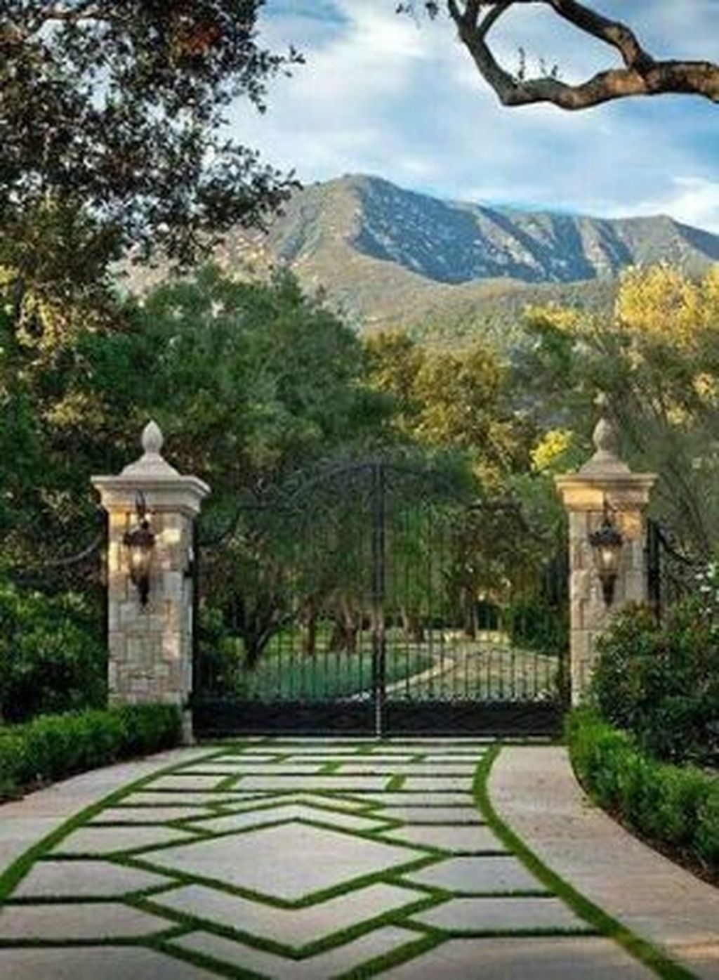 Fabulous Driveway Landscaping Design Ideas For Your Home To Try Asap 28