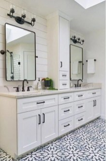 Perfect Master Bathroom Design Ideas For Small Spaces To Have 19