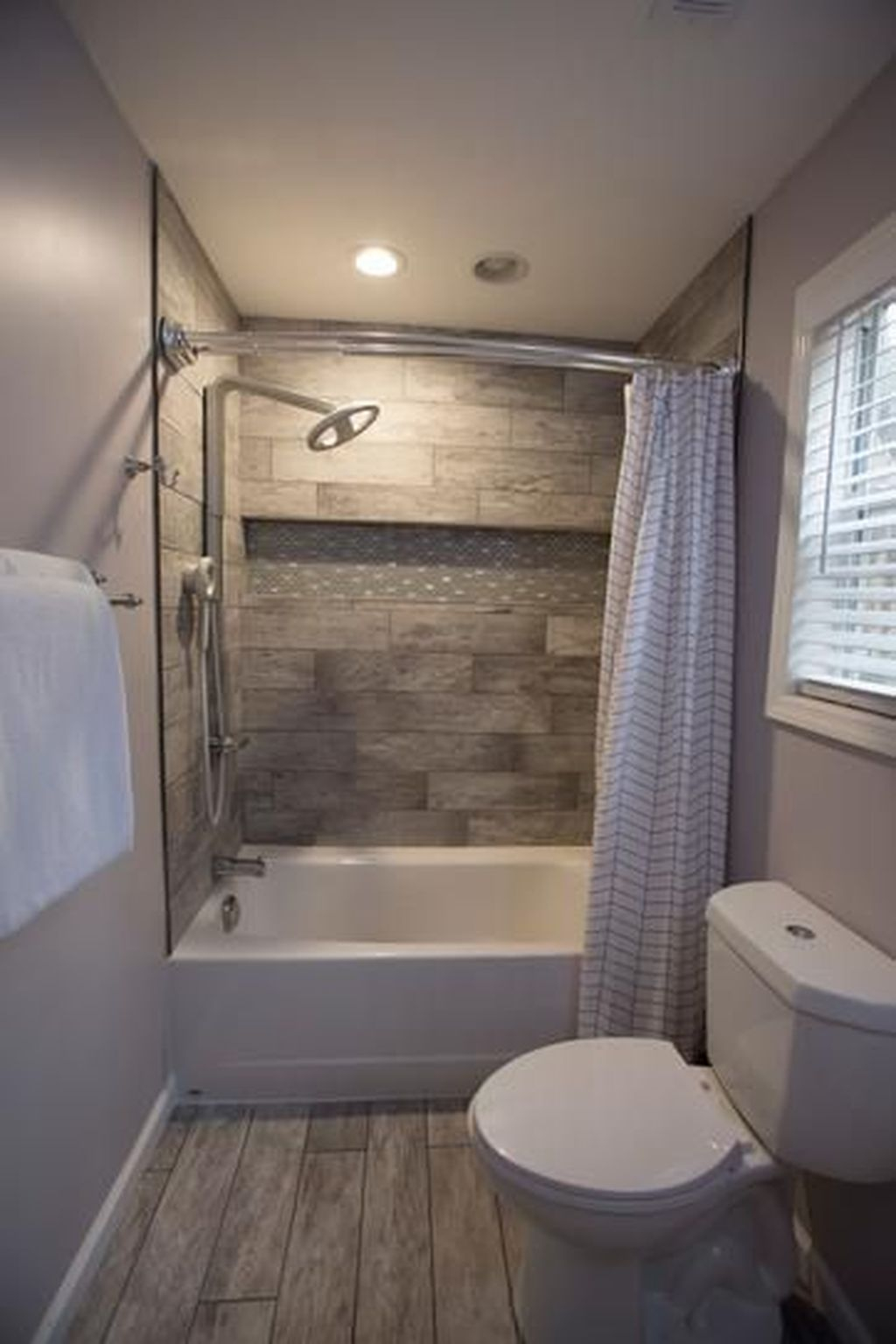 Popular Traditional Small Bathroom Decor Ideas To Try Asap 20
