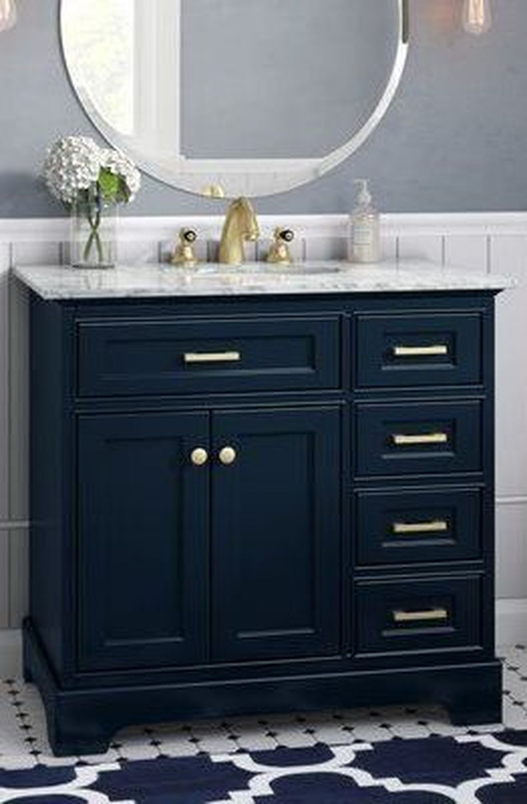 Popular Traditional Small Bathroom Decor Ideas To Try Asap 24