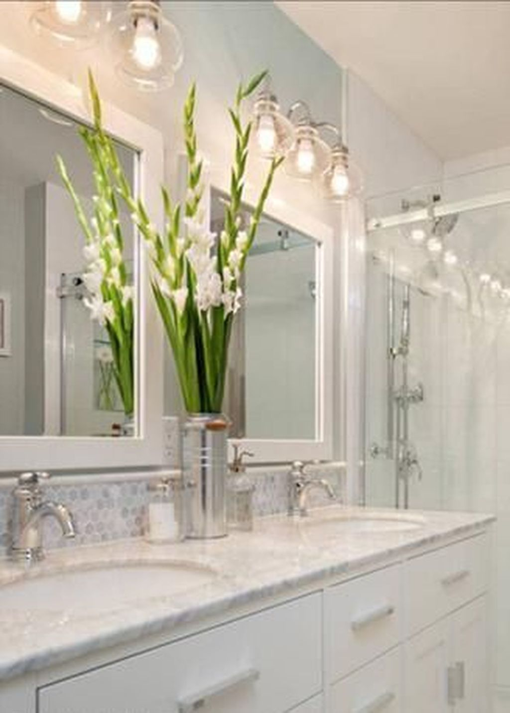 Popular Traditional Small Bathroom Decor Ideas To Try Asap 33