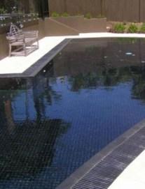 Elegant Black Swimming Pool Design Ideas That All Men Must Know 18