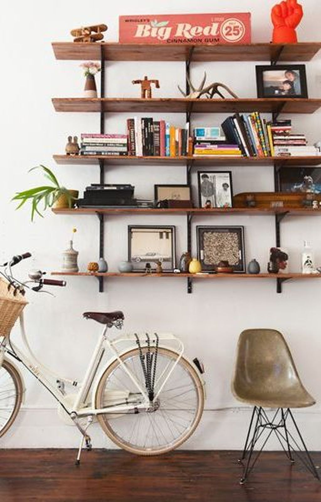 Enjoying Wall Decor Ideas For Tiny Space To Try Right Now 14