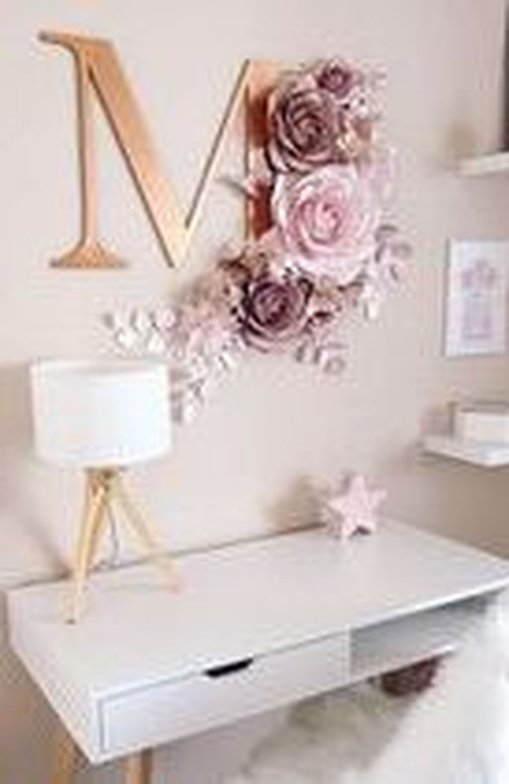 Captivating Girl Workspace Design Ideas That Looks So Cute 12
