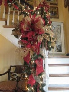 Charming Winter Staircase Design Ideas With Banister Ornaments To Try Asap 04