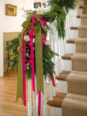 Charming Winter Staircase Design Ideas With Banister Ornaments To Try Asap 15