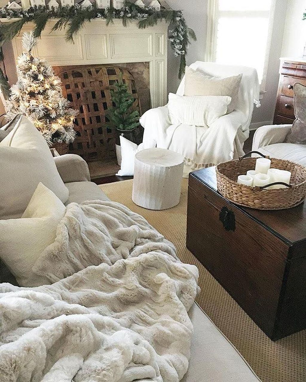 Cute Homes Decor Ideas To Snuggle In This Winter 27