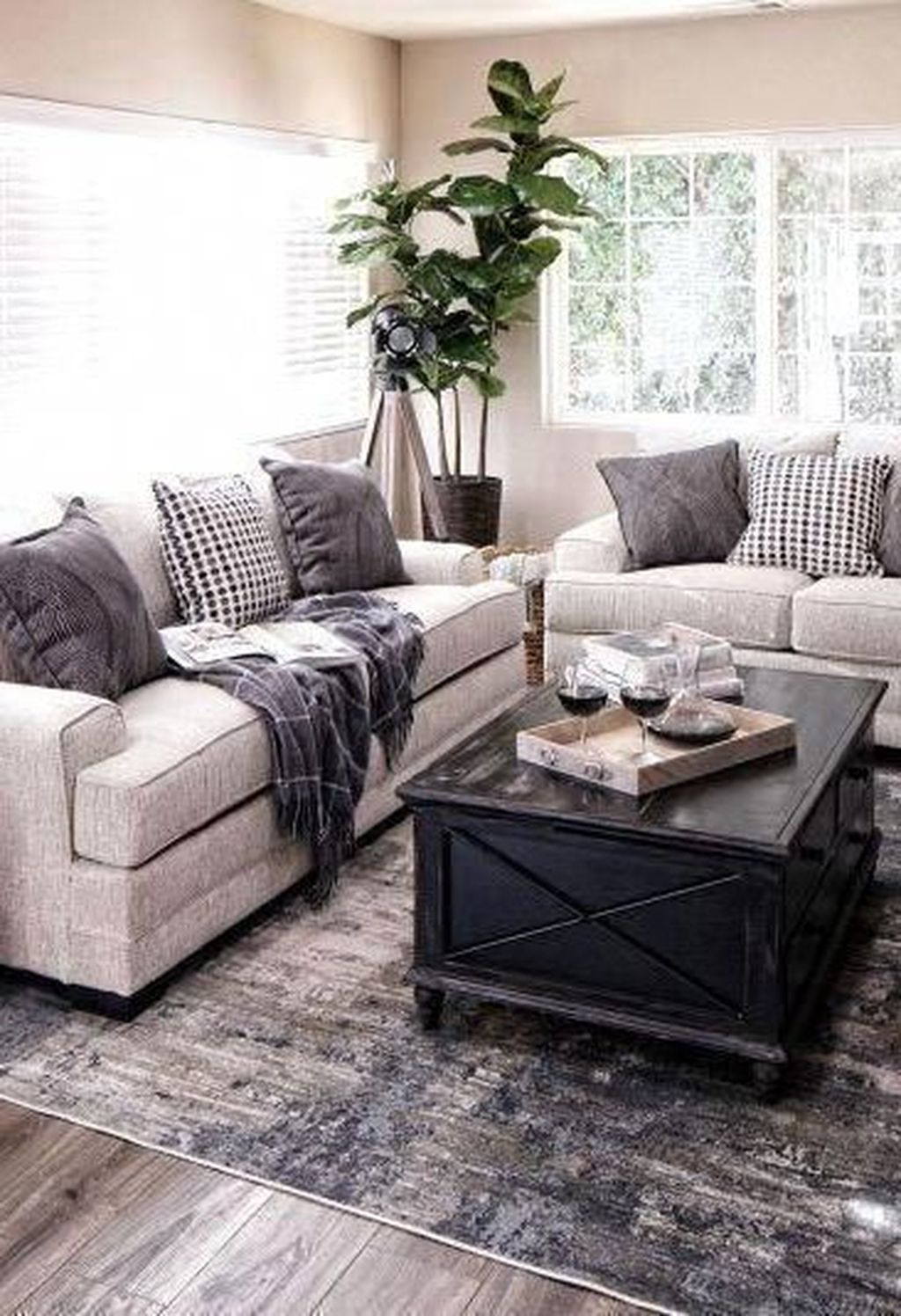 Graceful Living Room Design Ideas That You Need To Try 14