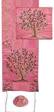 Sophisticated Pink Winter Tree Design Ideas That Looks So Cute 01