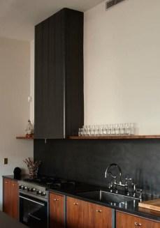Extraordinary Black Backsplash Kitchen Design Ideas That You Should Try 31