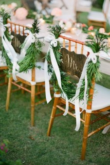 Magnificient Outdoor Wedding Chairs Ideas That Suitable For Couple 20