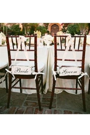 Magnificient Outdoor Wedding Chairs Ideas That Suitable For Couple 32