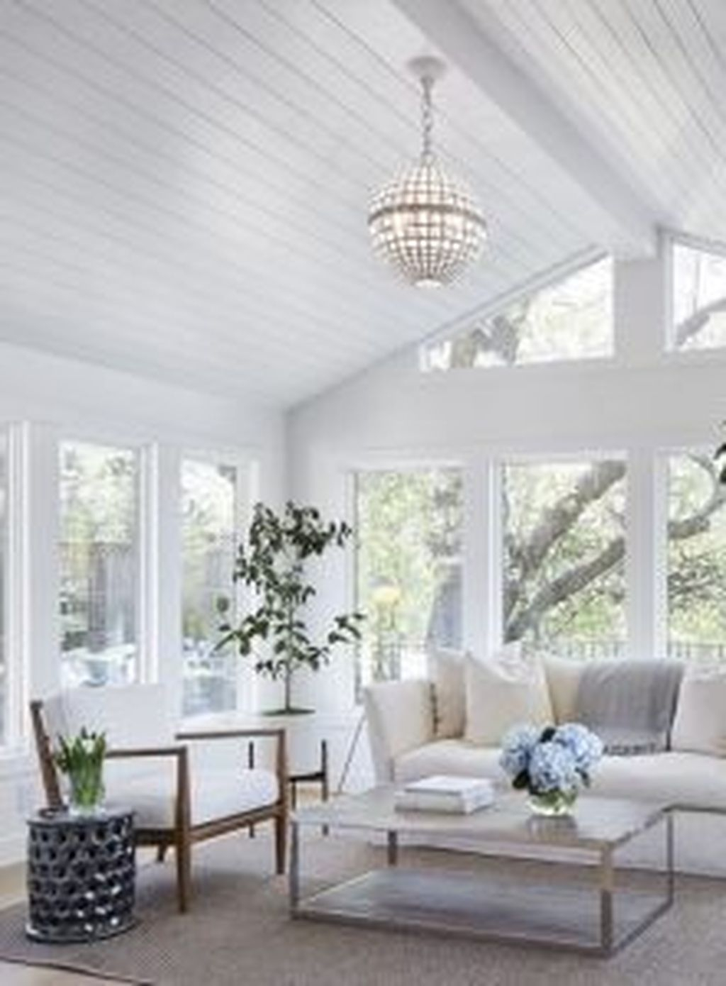 Perfect White Sunroom Design Ideas That Look So Awesome 20