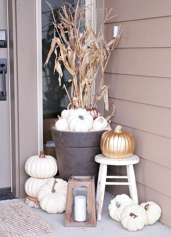Chic and neutral outdoor fall home decor