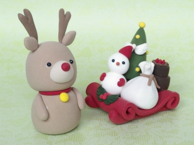 粘土でつくる、トナカイさんとプレゼントいっぱいのソリ