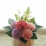 ぽんぽん菊とカーネーションの仏花アレンジ