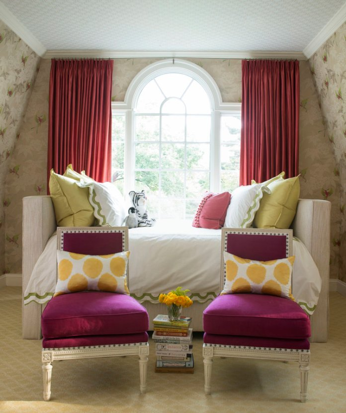Living room with white sofa, red chairs an window curtains