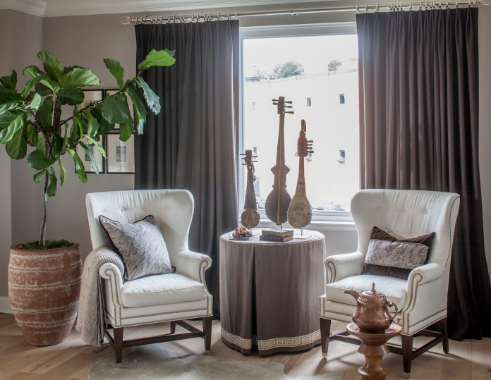 Living room with armchairs and table