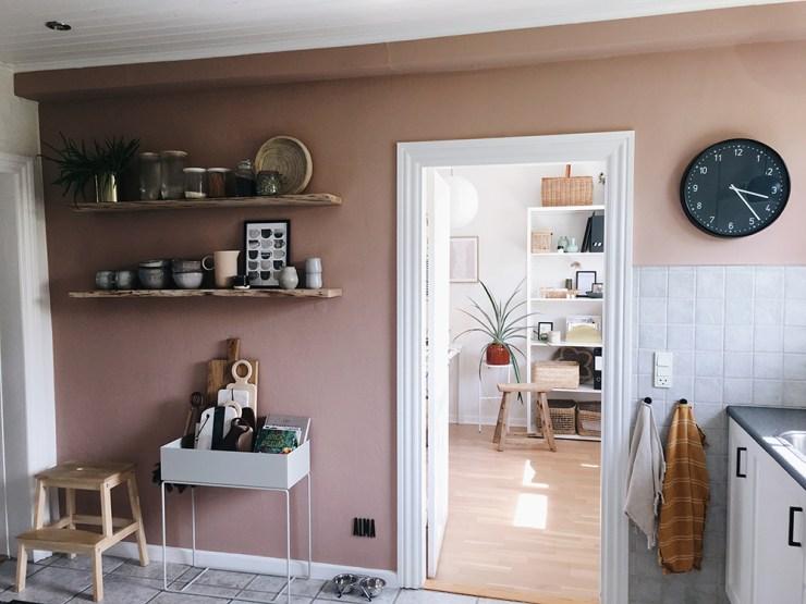 Styling af åbne køkken hylder
