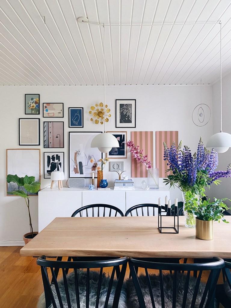 Lav en smuk vægdekoration med brug af malerrester