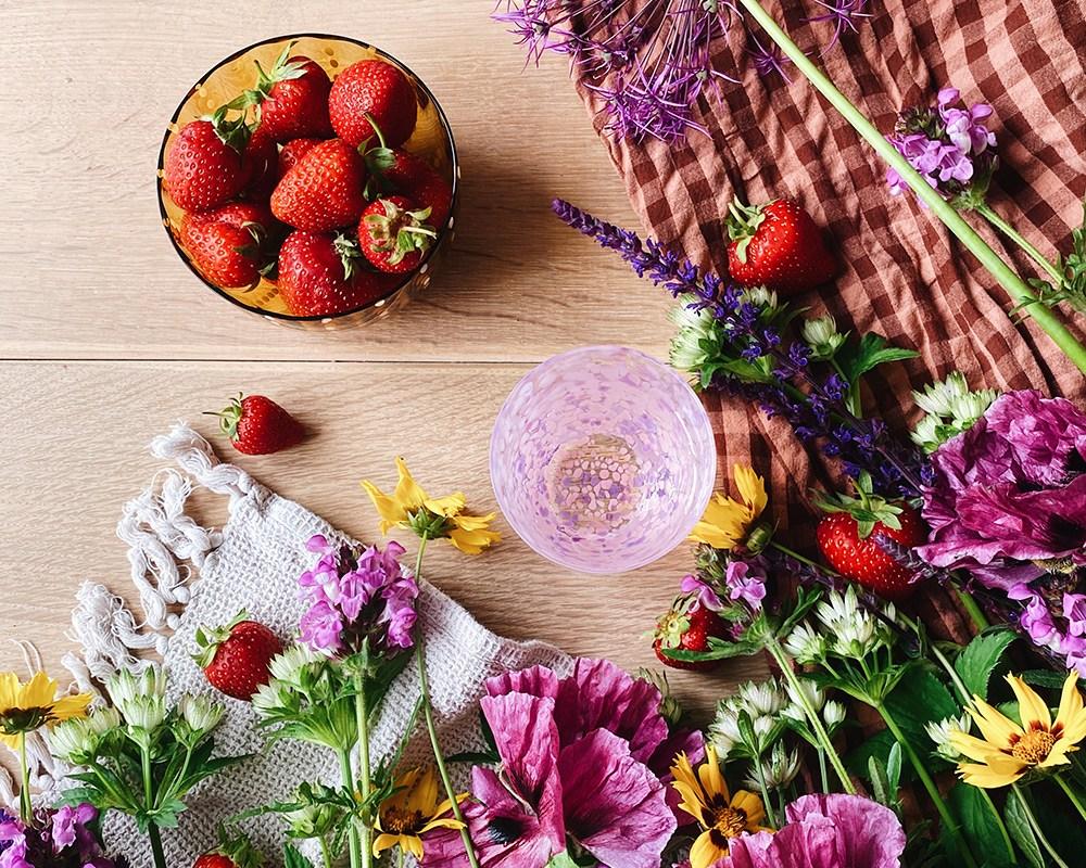 Blomster og jordbær styling