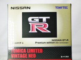 tomica-limited-vintage-neo-nissan-gt-r-premium-edition-lv-n117-champagne-gold-45th-annv-edition-9