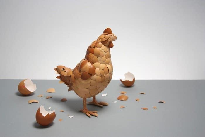 Skulptur: Rooster från ägg från ägg