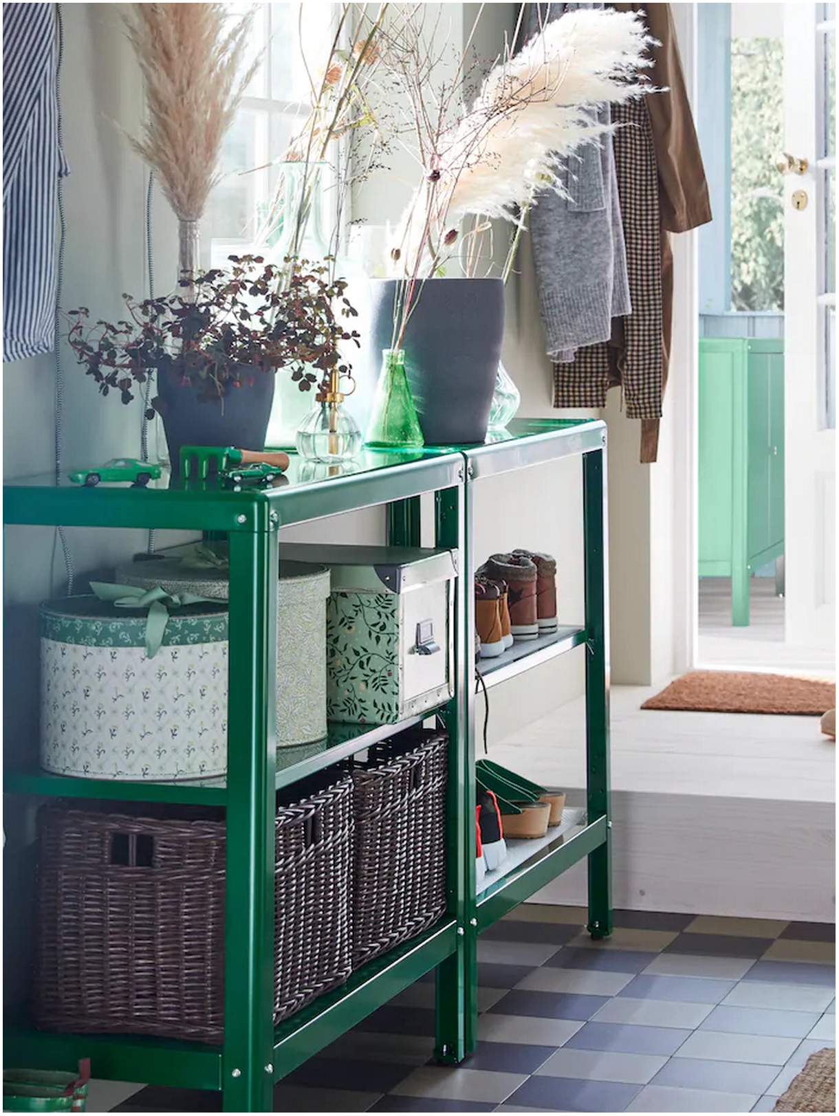 Arrange the Entrance of Your Home in a Functional and Practical Way