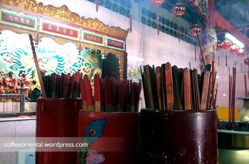 a07 - Telisik Imlek, Melihat Tata Cara Ibadah Umat Buddha, Taoisme, dan Khonghucu di Klenteng