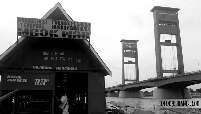 warung terapung mbok war palembang - 5 Paket Wisata Palembang Terpopuler