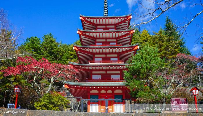 pagoda chuireto 2 - Menikmati Sakura Jepang Enaknya Kemana? Yamanashi!