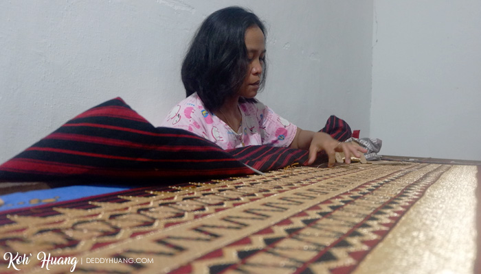 pengrajin kain tapis